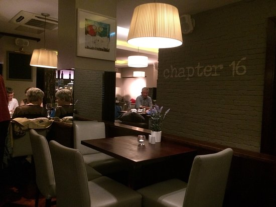 Kildare, Ireland: Excellent food. (I had the steak) Good value (2 starters, mains and Bottle house wine €49*) Fami