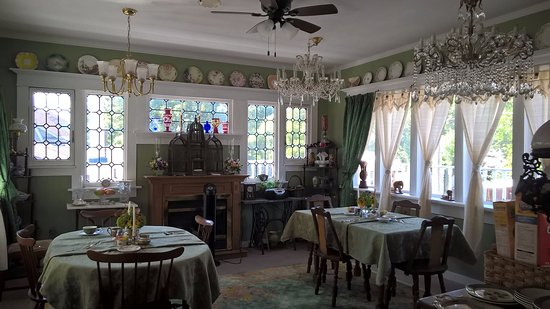 A Moment in Time Bed & Breakfast: Breakfast Room