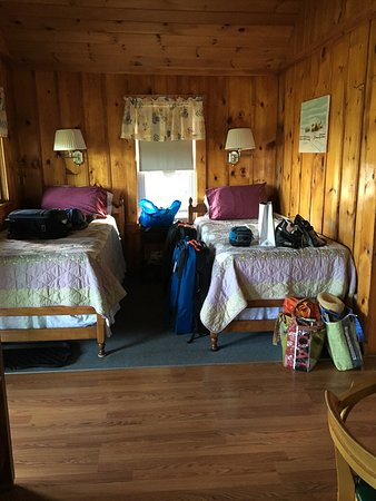 Partridge Cabins: Webster twin beds in LR