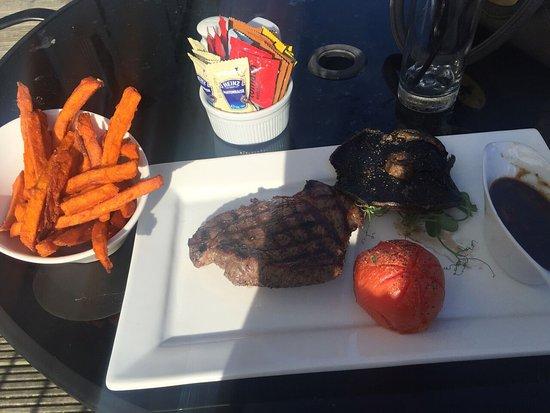 Garden Restaurant: Steak with sweet fries