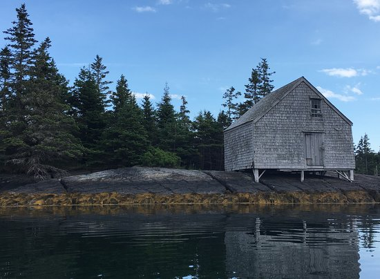 Lunenburg, Canada: Old shack that used to be part of a small town on Blue Rocks
