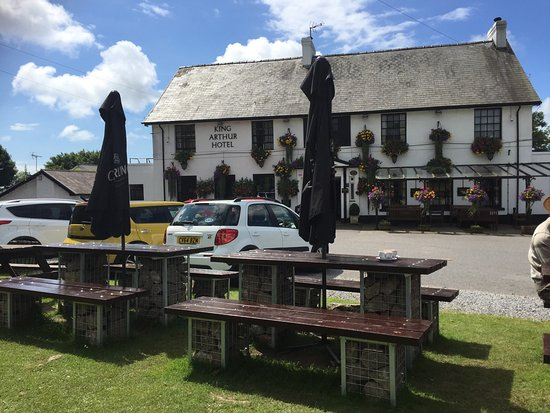 Reynoldston, UK: Pretty pub - but food highly overrated