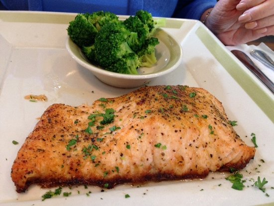 99 Restaurant & Pub: Grilled Salmon Entree