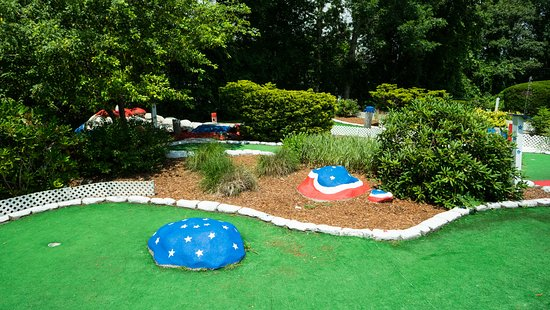 Mariner Motor Lodge: 9-Hole Miniature Golf