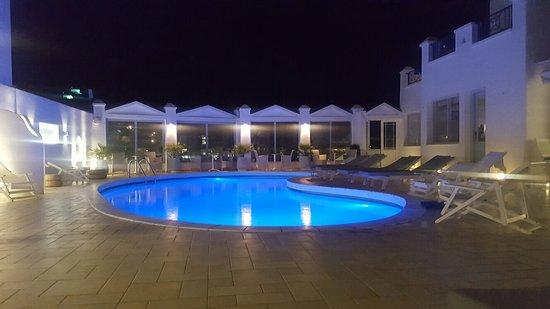Lofos Village Hotel: 20160809_212405_large.jpg