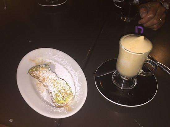 Bar Castello: Tutto buono , dalla colazione con granita passando per l'aperitivo fino alla cena. Gentilezza e