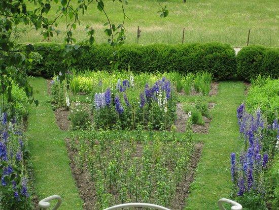 Naumkeag: Gardens below the blue steps