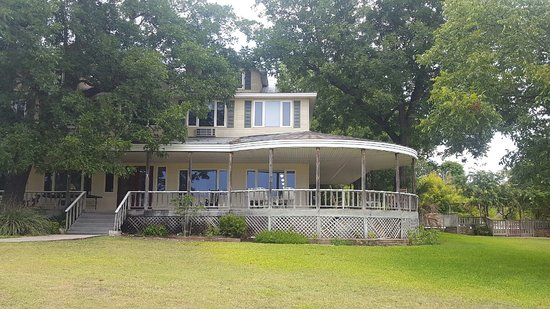 Comfort, TX: Beautiful home on a hill with cool breezes