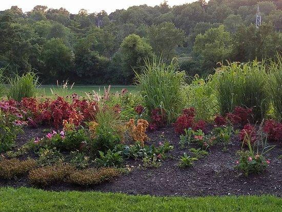 Batavia, IL: Gardens at Fabyan park