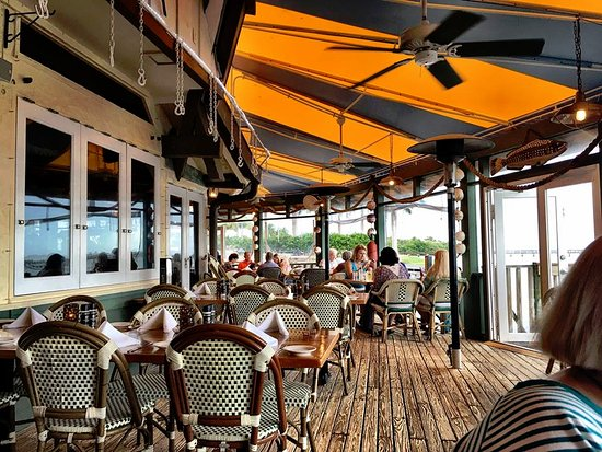 Jensen Beach, FL: Curved outside dining.