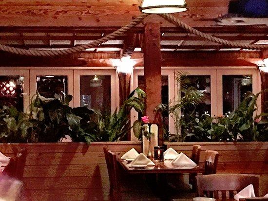 Jensen Beach, FL: Inside dining was very nautical.
