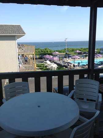 The Surfside Inn: Same view, about .5 mile west of restaurant!