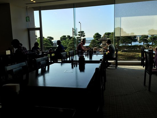 Hotel Ichibata: 宍道湖温泉 ホテル一畑本館4階喫煙シングルルームとレストラン