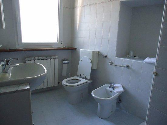 Bagni Con Doccia Foto : Stanza da bagno con doccia foto di albergo diffuso borgo soandri
