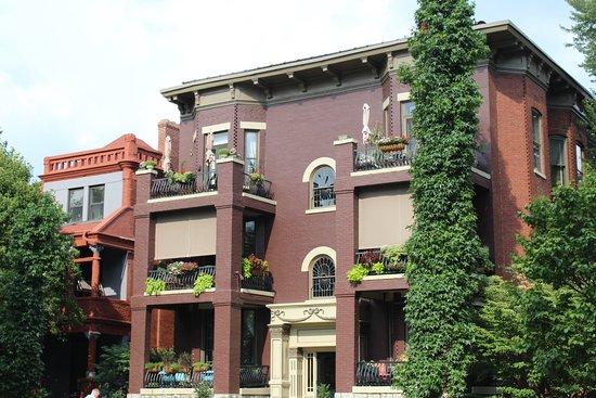 Old Louisville: Beautiful Balcony