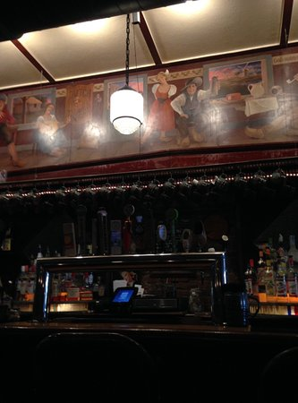 Dutch Ale House: Also the bar.