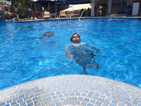 Hotel Maria Isabel: My son loved the pool!