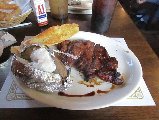 คอรินท์, มิซซิสซิปปี้: Sirloin steak, baked potato and garlic bread.