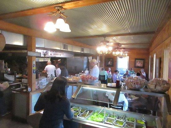 คอรินท์, มิซซิสซิปปี้: A big open kitchen and the smell of meat grilling!