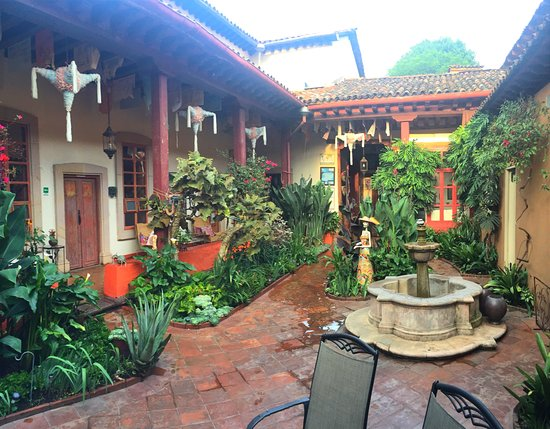 Hotel Casa Encantada: Interior patio -- lovely!