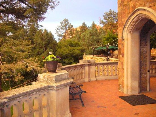 Glen Eyrie Castle & Conference Center: Deck near entrance of Castle.