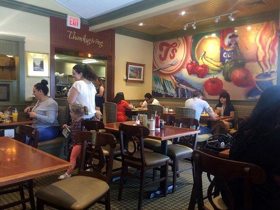 T's Restaurant: Interior