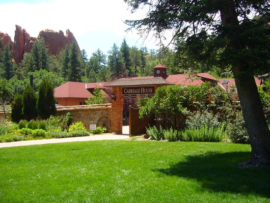 Glen Eyrie Castle & Conference Center: Carriage House where you check in. Cafe and Shop found here.