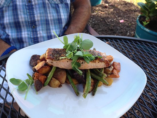Chef's Hat Cafe: Salmon with Roasted Veggies