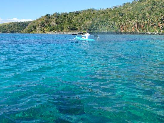 Vanua Levu, Fiyi: Kayaking in front of the resort