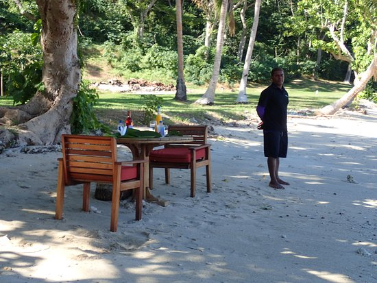 Vanua Levu, Figi: BBQ Lunch set up at Korolevu beach.