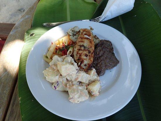Vanua Levu, Fiyi: Beach BBQ - YUMMM!!!