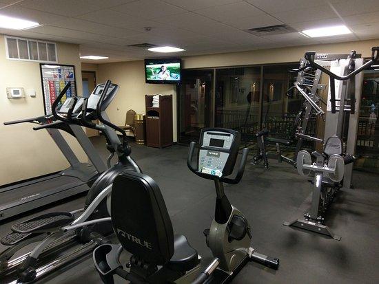 BEST WESTERN Plus Raton Hotel: Exercise room. Ice machine, soda machine and washer/dryer around corner to the left.