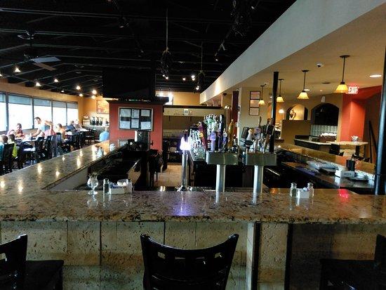 BEST WESTERN Plus Raton Hotel: Bar with restaurant/breakfast room in background