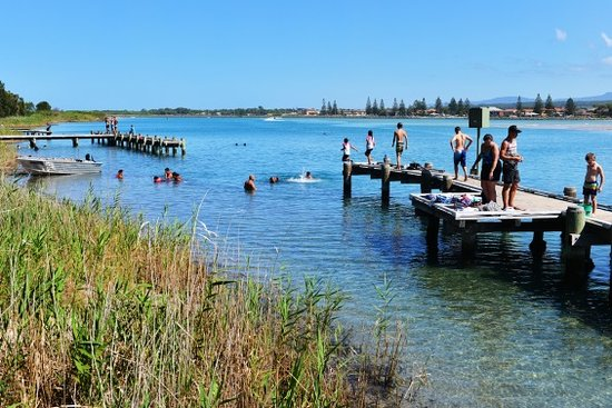 Windang, Avustralya: Fishing and swimming in Lake Illawarra