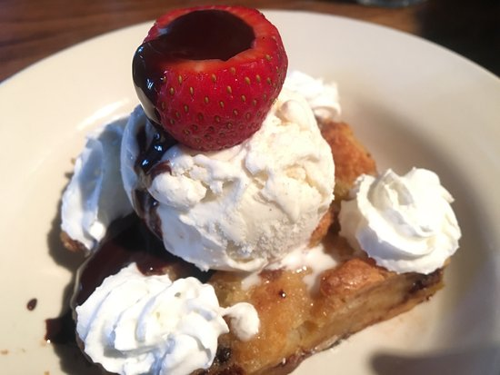 Southend Brewery & Smokehouse: Chef's choice of the day: Chocolate Bread Pudding! Delicious!