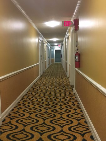 Topaz, a Kimpton Hotel: Depressing (and smelly) hallways