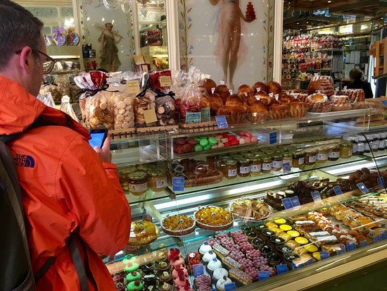 Patisserie Stohrer : What to pick??