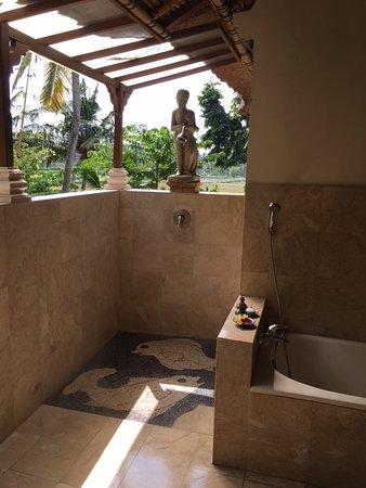 Alam Jiwa: 3回のバスルーム。オープンエア。