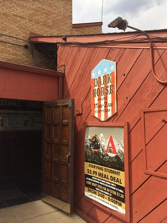 Dark Horse Bar: Great burgers and beer