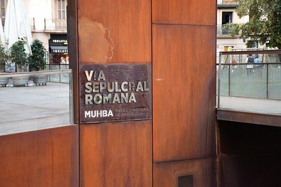 MUHBA Via Sepulcral Romana: Barcelona Roman Tombs
