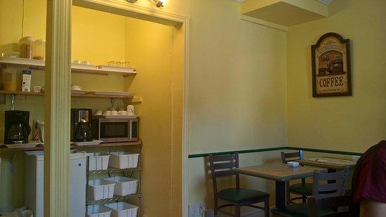 Auberge Maison Roy: Vue de la pièce des déjeuners