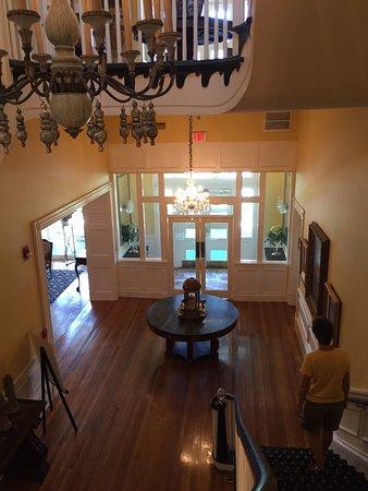 The Martha Washington Inn and Spa: Entrance / Foyer