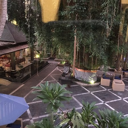 ローカルエリアの中の快適なホテル
