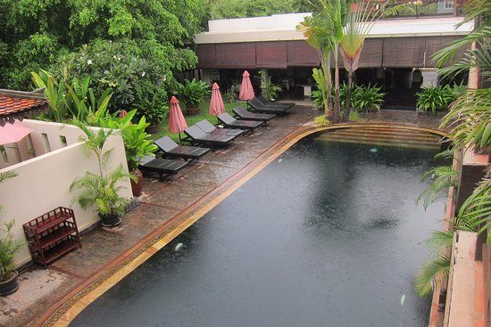 The SAMAR Villa & Spa Resort: The overview of the swimming pool