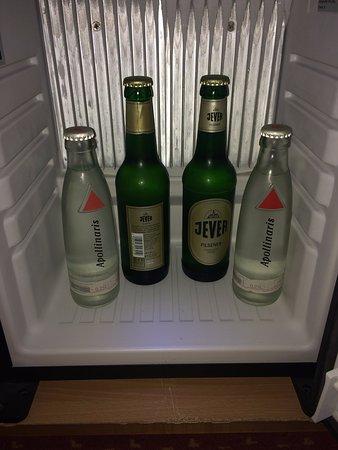 Derag Livinghotel am Deutschen Museum: Water Bottle and Beer
