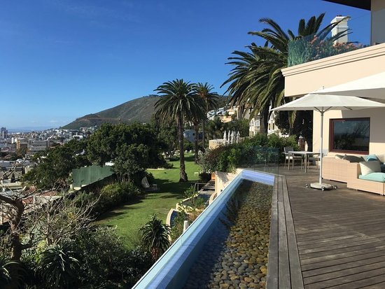 Bantry Bay, Sydafrika: View of hotel grounds from lower level