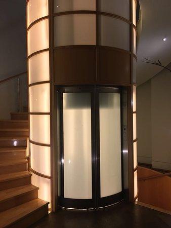Bantry Bay, Sudáfrica: Elevator in Villa One