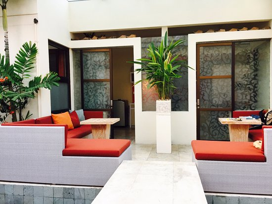 Bali Ginger Suites & Villa: Door to our room with our outdoor couch and table that we had breakfast at each morning
