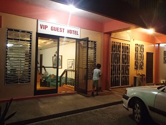 VIP Guest Hotel: 入口