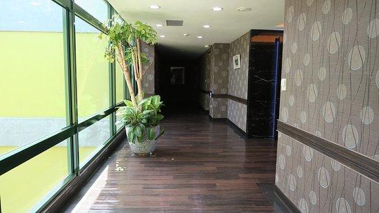 Naruwan Garden Hotel: 飯店房間樓層走道區